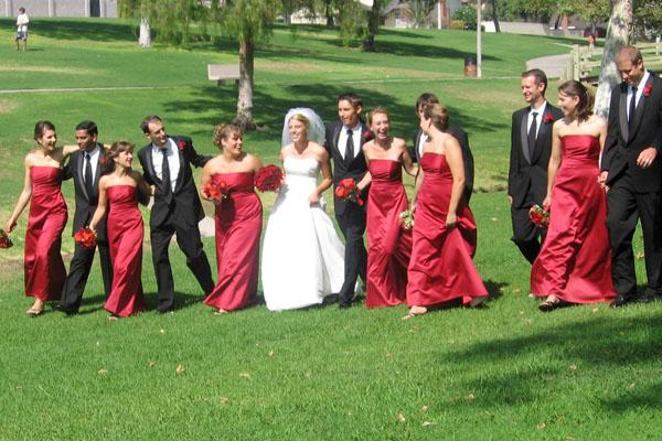 Esküvő a parkban